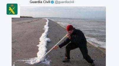 """La Guardia Civil pide que """"pases de la raya"""" en Twitter"""