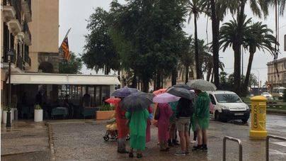 La lluvia provoca 23 incidentes y obliga al aeropuerto a espaciar los vuelos