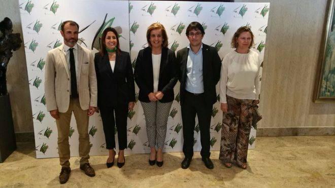 La ministra, flanqueada por Barceló, benito, Negueruela y Salom
