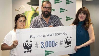Mayte Villeta, Raul Garcia Rodriguez, de WWF, y Delia Garcia de El Corte Inglés