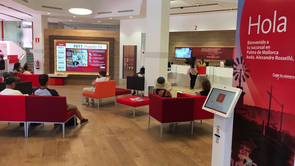 Banco santander presenta su oficina smart red en palma de for Oficinas banco santander zaragoza capital