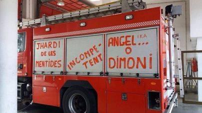Una de las protestas: pintadas contra Pastor y Jhardi en los mismos camiones