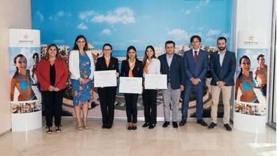 Iberostar y la Escola d'Hoteleria dan sus becas de empleo joven
