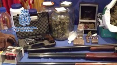 Desarticulada una red que producía medicamentos ilegales financiados con la venta marihuana