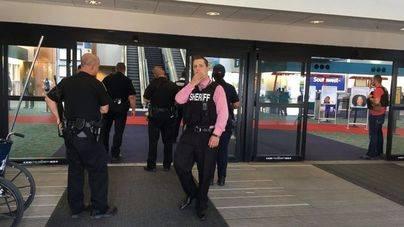 Acuchillado un policía en el aeropuerto de Michigan al grito de