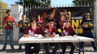 Detenidos los dos jóvenes de Arran Palma imputados por quemar fotos del Rey en la Diada del 31 diciembre