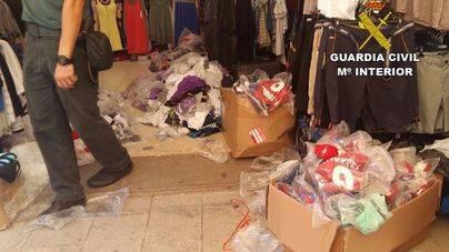 Intervienen más de 4.000 prendas deportivas falsificadas en Cala D'or y Porto Cristo