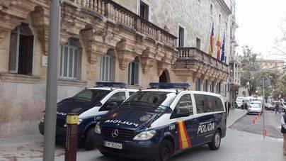 Imagen de archivo de furgones de la Policía Nacional
