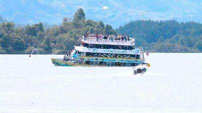 Diez muertos al hundirse una embarcación con turistas en Colombia