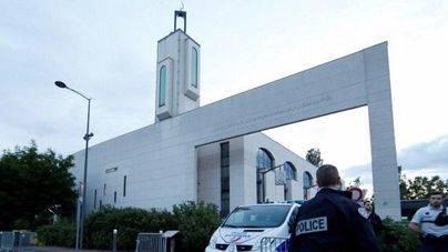 Un kamikaze intenta arrollar a los fieles en un mezquita de París