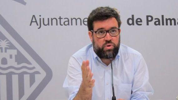 Noguera llega a Cort en un acto arropado por las entidades afines 'al servicio de la gente'