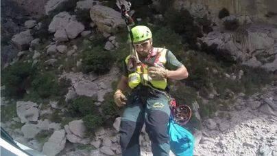 Un helicóptero rescata a un excursionista en el Torrent de Pareis