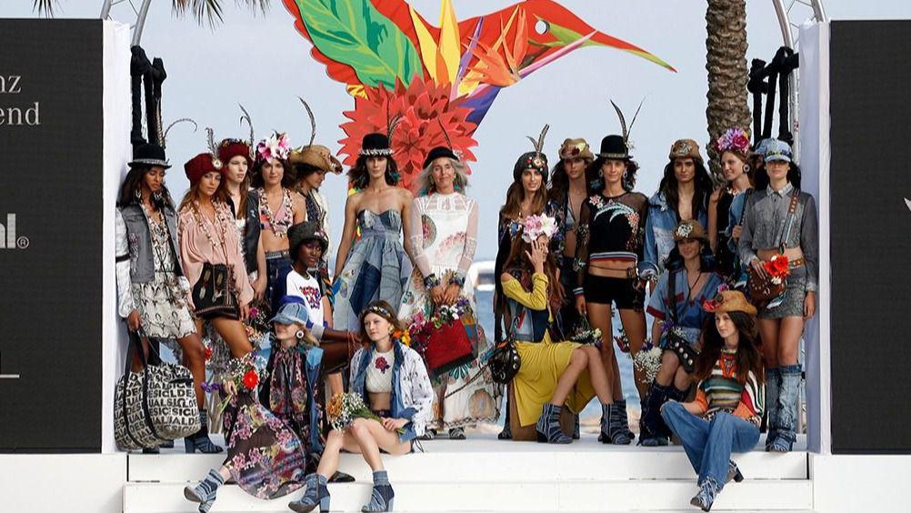 La pasarela Mercedes Benz Fashion Weekend Ibiza se estrena con éxito