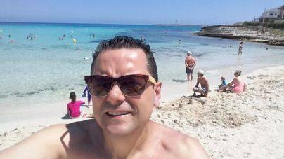 Tomás Roncero pasea su madridismo por Menorca inspirado por Sergi Llull