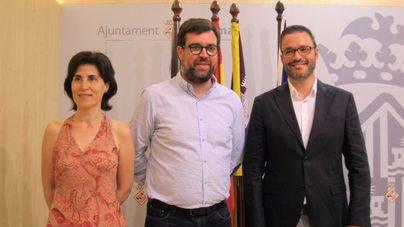 Antonia Martín, Antoni Noguera y José Hila han presentado la moratoria de alojamientos hoteleros por periodo de un año