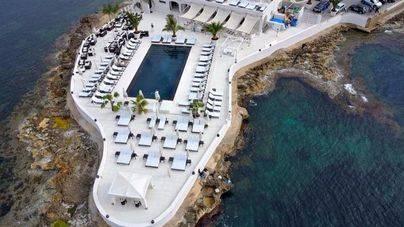 El GOB pide la retirada de licencia de Puro Beach y de varias terrazas y piscinas de hoteles en la costa