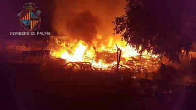 Otro incendio en Sa Indioteria en pocos días hace sospechar de la acción de un pirómano en el barrio