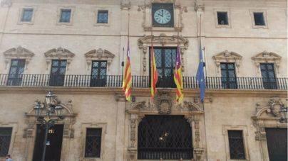 Banderas a media asta en Cort y Consell de Mallorca por el 18 de julio