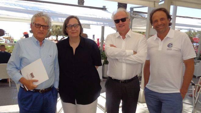 Francisco Marín (Presidente AHPP), Sabine Lammers (Cónsul de Alemania), José A. Fdez. de Alarcón (Vicepresidente AHPP) y Juan Miguel Ferrer (Palma Beach)