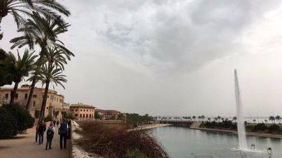 Caída de temperaturas, nubes y algún chubasco este viernes en Balears