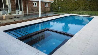 Las solicitudes de construcción de piscinas crecen este año un 83,43 por ciento en Balears