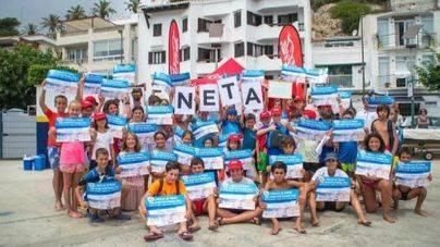 90 jóvenes recogen 120 kilos de residuos del litoral de Menorca