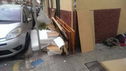 Vecinos contra Emaya: la discordia por el sistema de recogida de trastos