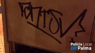 Cazado in fraganti pintando un graffiti en Palma