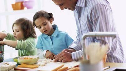 Las prestaciones por maternidad caen un 2,8 por ciento y las de paternidad crecen un 4,3