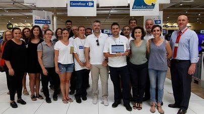 Carrefour instala en sus tiendas de Balears un sistema para facilitar la compra a personas sordas