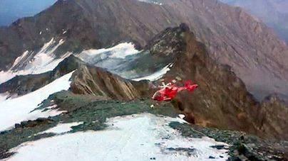Un helicóptero sufre un accidente cuando iba a rescatar a un alpinista