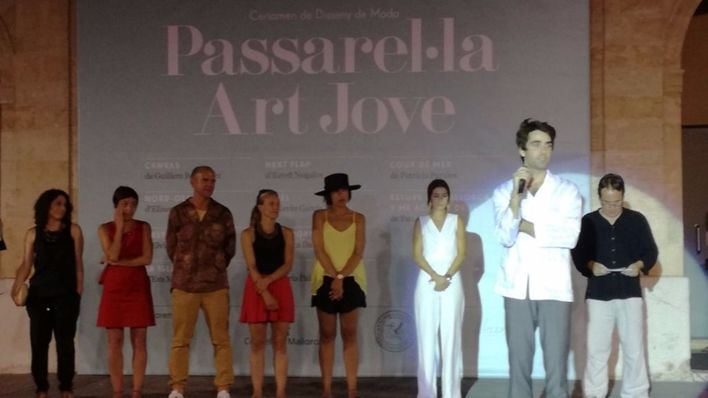 El diseñador Pau Aulí gana el primer premio de la pasarela ArtJove
