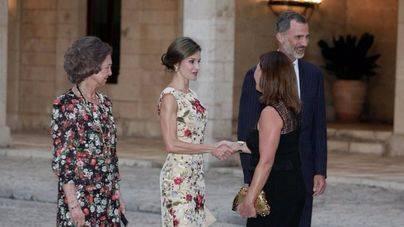Los Reyes reciben a representantes políticos y sociales en la Almudaina
