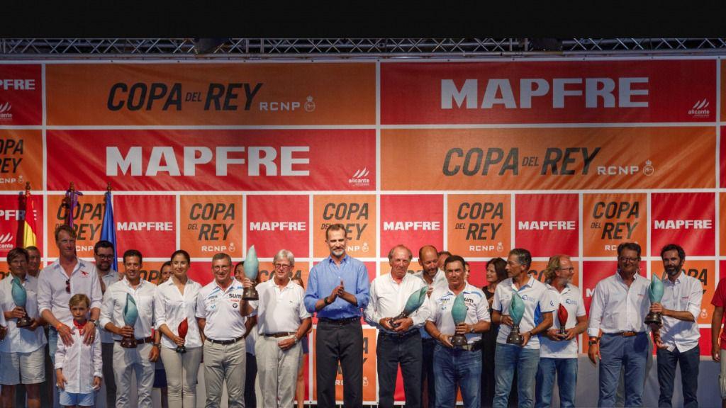 Armadores y patrones ganadores de la 36 Copa del Rey MAPFRE con  Felipe VI