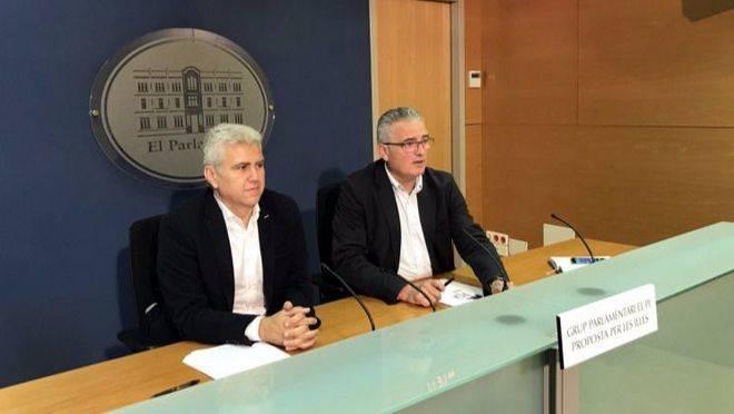 Imagen de Melià y Font en una comparecencia en el Parlament