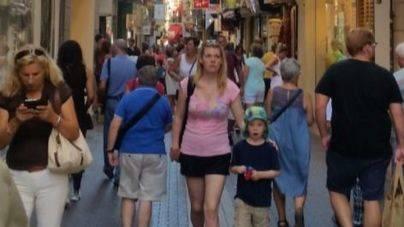 Las calles de Palma se llenan de turistas a diario