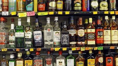 Prohibida la exposición de alcohol en las terrazas de los comercios de Calvià