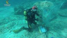Retiran una red de pesca abandonada con dos tortugas marinas atrapadas