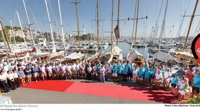 La regata de barcos de época guarda un minuto de silencio por el atentado de Barcelona