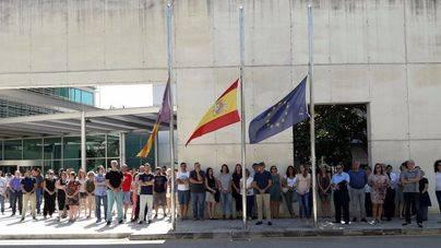 Profesionales de BMN-Sa Nostra guardan un minuto de silencio por las víctimas de Barcelona