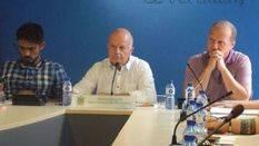 Josep Tur 'Cires' flanqueado por Pablo Valdés y Juanjo Ferrer durante un pleno