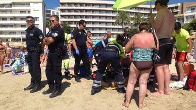 Rescatan y consiguen reanimar a un hombre ahogado en Cala Major