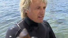 Jesús Calleja, buceando entre barracudas en Menorca