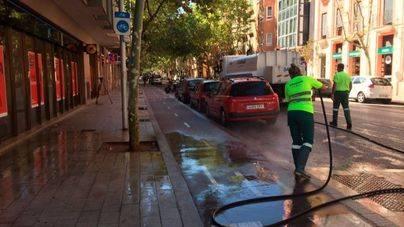 Emaya refuerza la limpieza con agua en trece barrios de Palma este verano