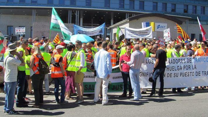 Los examinadores de tráfico desconvocan la huelga indefinida