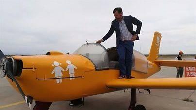 Cort advierte de que la avioneta de Hazte Oír que ya sobrevuela la capital 'no es bienvenida en Palma'