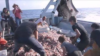 500 personas se embarcan para disfrutar de la pesca como alternativa al turismo de masas