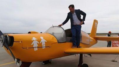 La Policía Local de Calvià denuncia a la avioneta de Hazte Oír por carecer del permiso de publicidad dinámica