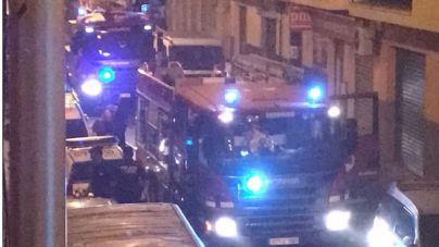 Revuelo en la calle Bisbe Sastre de Palma por un incendio