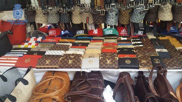 Localizados cinco puestos del mercadillo de Manacor con productos falsificados